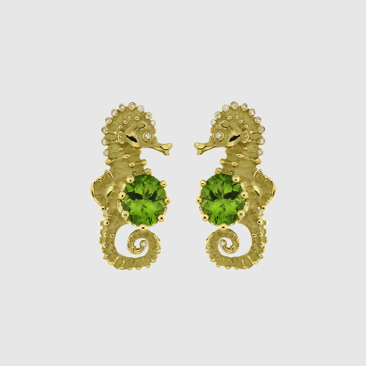 Orecchini Ippocampi corona oro giallo peridoto e diamanti