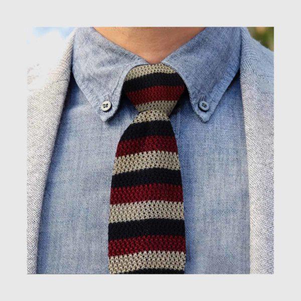 Cravatta tricot a righe rosse blu beige