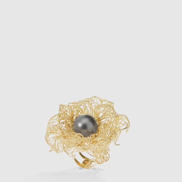 Camelia ring 18kt