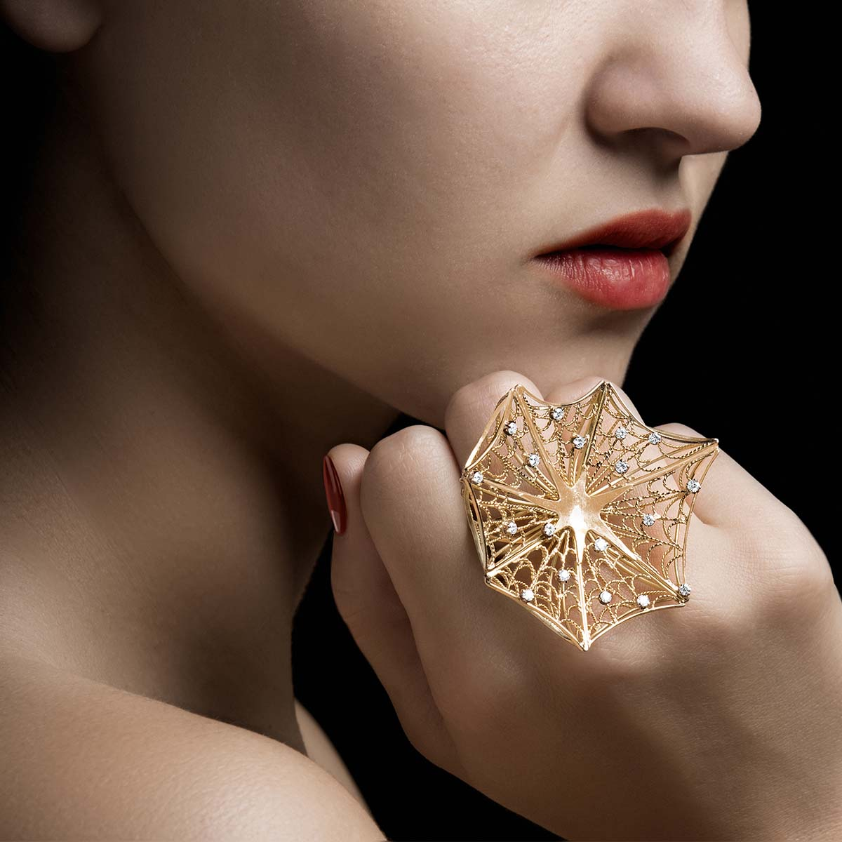 Ring with handcrafted filigree mesh in 18Kt Gold