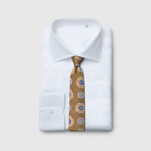 Cravatta 5 pieghe marrone chiaro con fiori arancio e blu