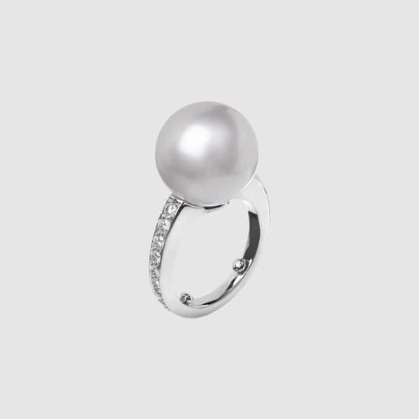 Platinum ring with round diamonds and Australian pearl