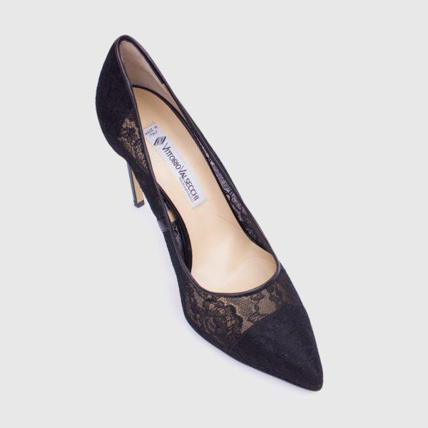 Black leather and lace Décolleté shoe