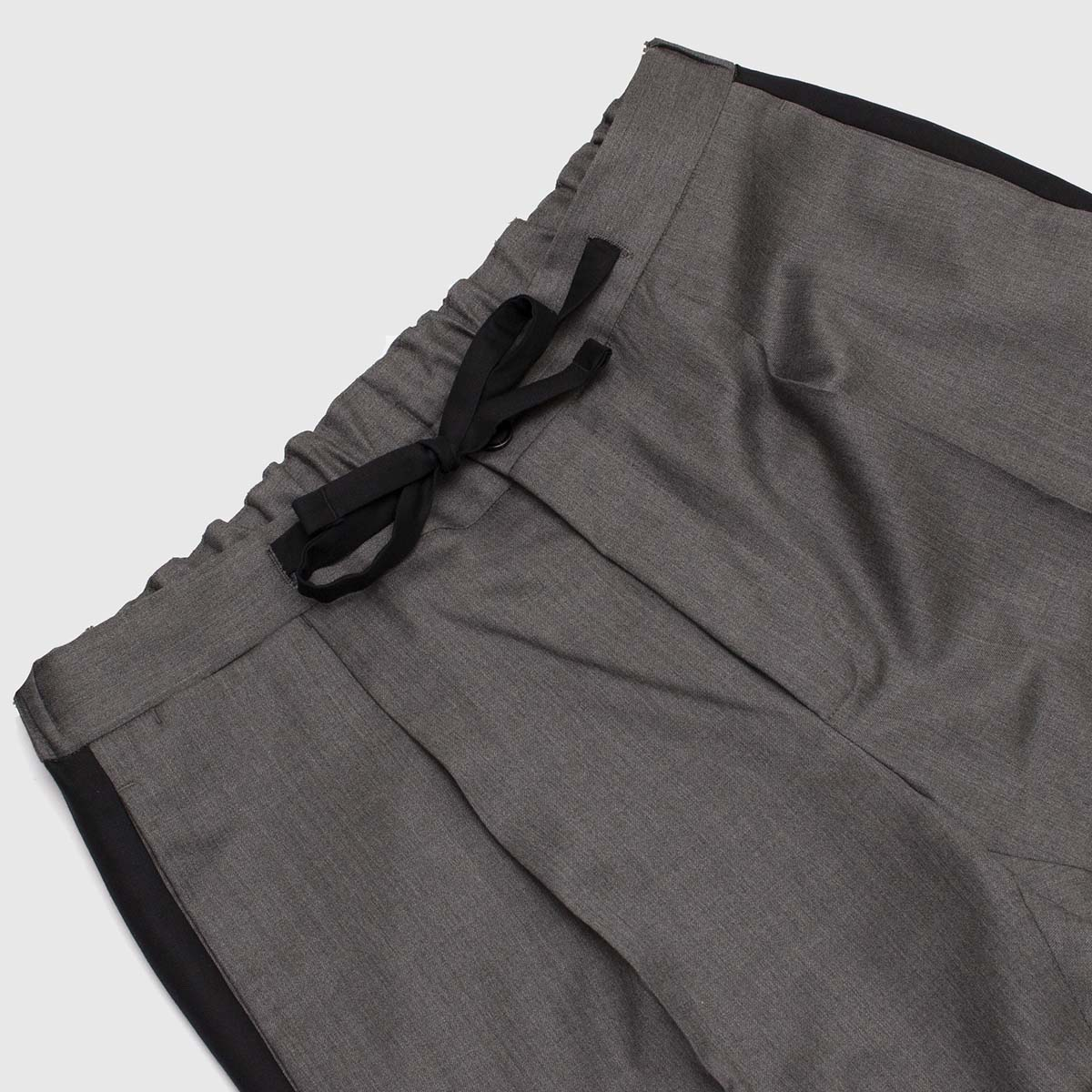 Gray Double pleats trousers alcantara finished