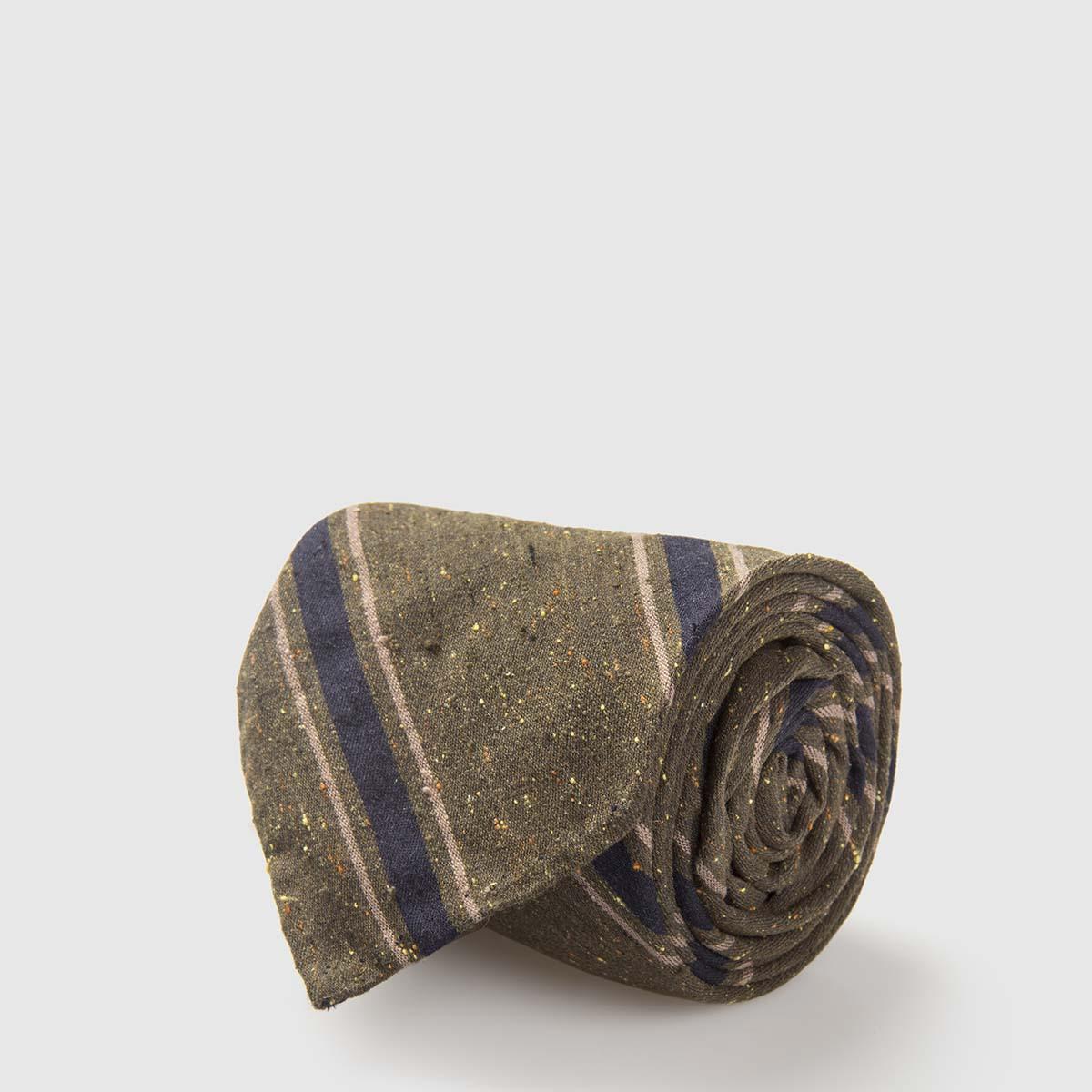 G Inglese Silk Shantung Tie with dark green background