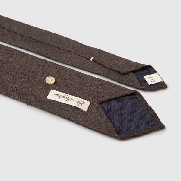 Cravatta rifinita a mano in pregiato Shantung di Seta marrone G.inglese