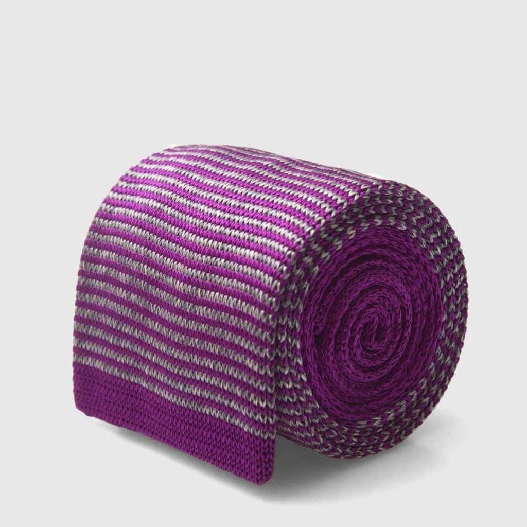 Cravatta tricot a righe viola e grigie