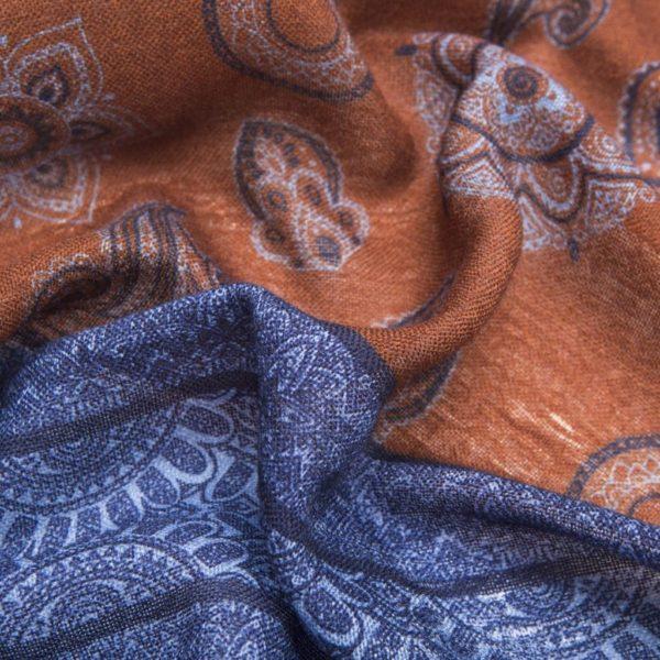 Sciarpa sfrangiata in Lana Vergine marrone con fantasie blu