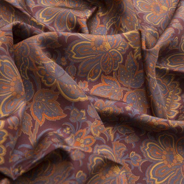 Sciarpa in Seta Habotai Rosso background dettagli arancio