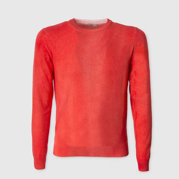 Red airbrushed 100% Cashmere Sweater with a round neck