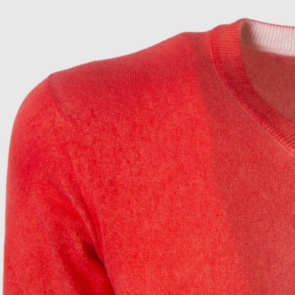 Red airbrushed 100% Cashmere Sweater with a v-neck