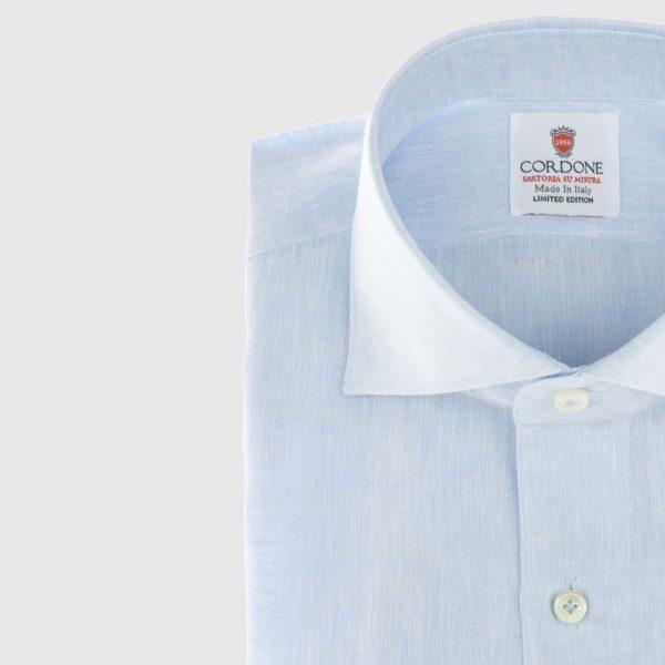 Camicia elegante di lino in azzurro