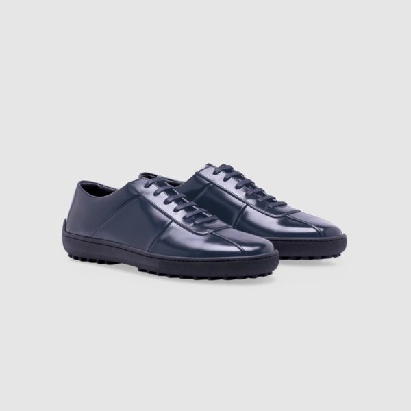 Blue sneaker in polished leather